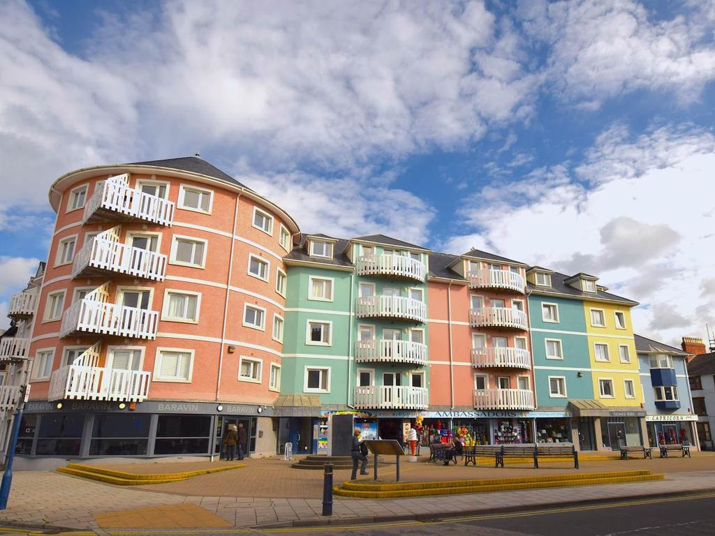 3 Bedrooms Flat for sale in Llys Y Brenin, Terrace Road, Aberystwyth