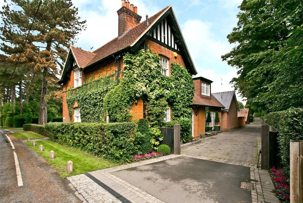 3 Bedrooms Detached House for sale in Mill Green Road, Mill Green, Ingatestone, Essex, CM4