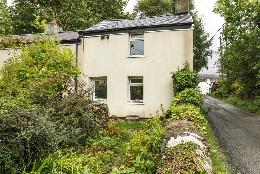 1 Bedroom Cottage House for sale in Clwt Y Bont, Caernarfon, North Wales
