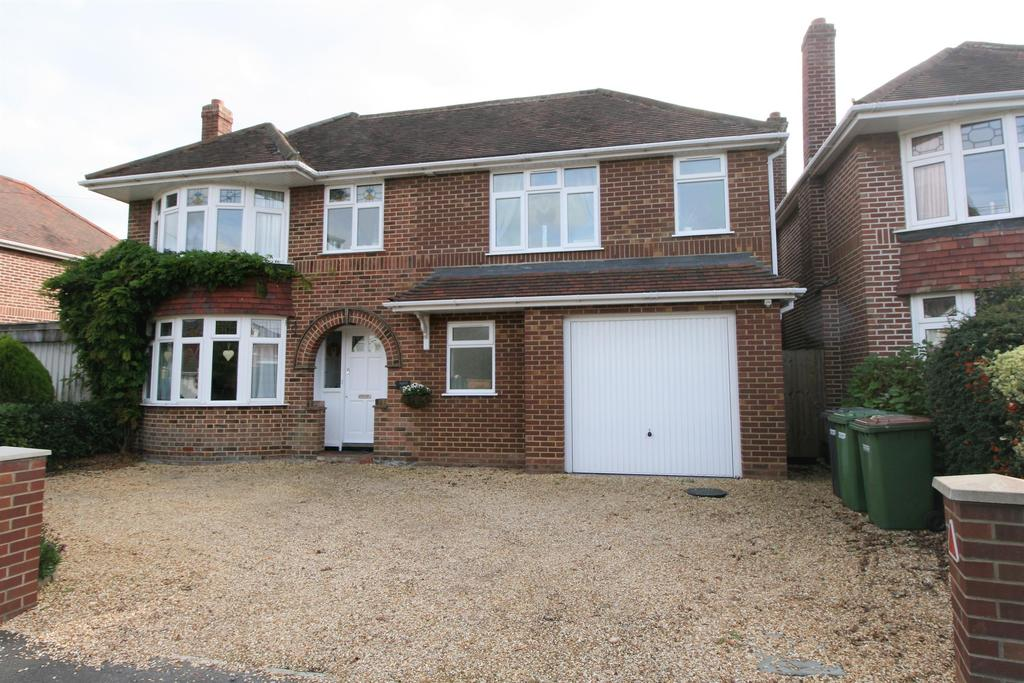 4 Bedrooms Detached House for sale in Station Road, Netley Abbey, Southampton, SO31 5AJ