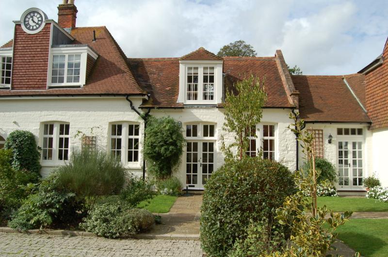 2 Bedrooms Terraced House for sale in Biddulph Mews, Burton Park, Duncton, Petworth, GU28