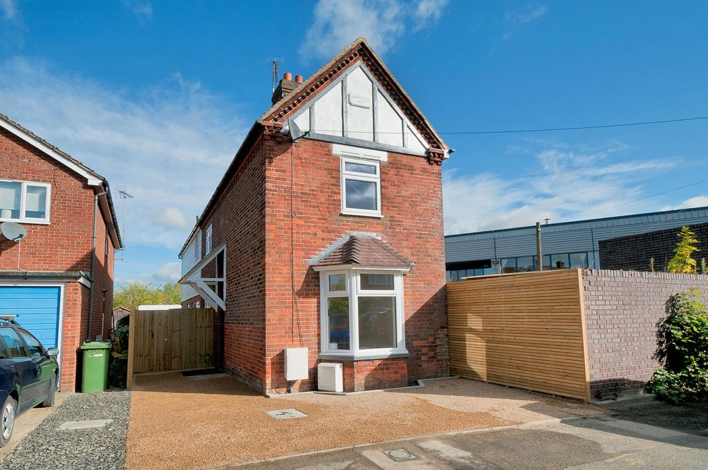 3 Bedrooms Detached House for sale in Lucknow Road, Paddock Wood