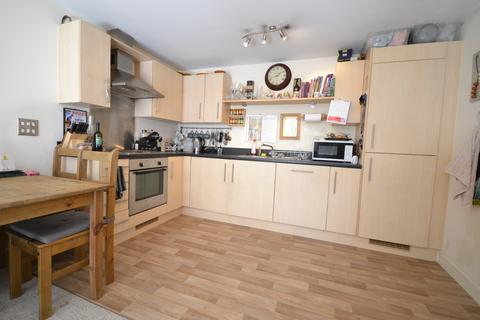2 bedroom flat to rent - Overstone Court, Dumballs Road, Cardiff Bay