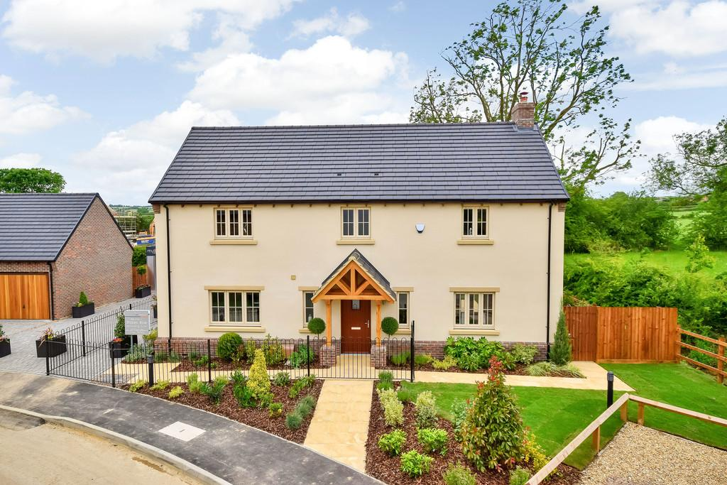 4 Bedrooms Detached House for sale in 1 Stokes Rise, Great Easton
