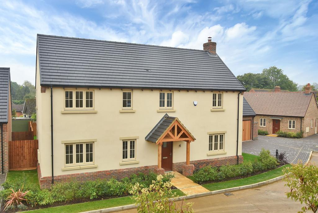 4 Bedrooms Detached House for sale in 4 Stokes Rise, Great Easton