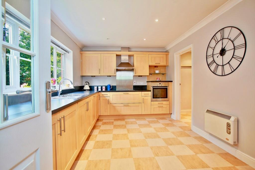 2 Bedrooms Terraced House for sale in Little Orchards, Broomfield, CM1 7EP