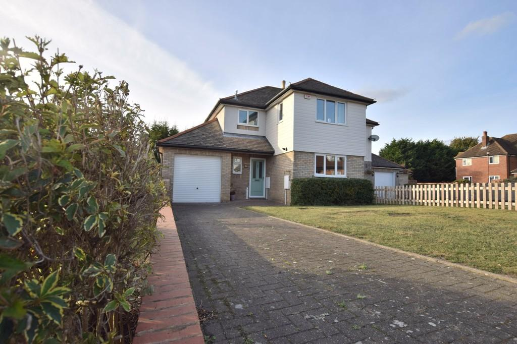 3 Bedrooms Semi Detached House for sale in Frank Clater Close, Colchester CO4 3AH