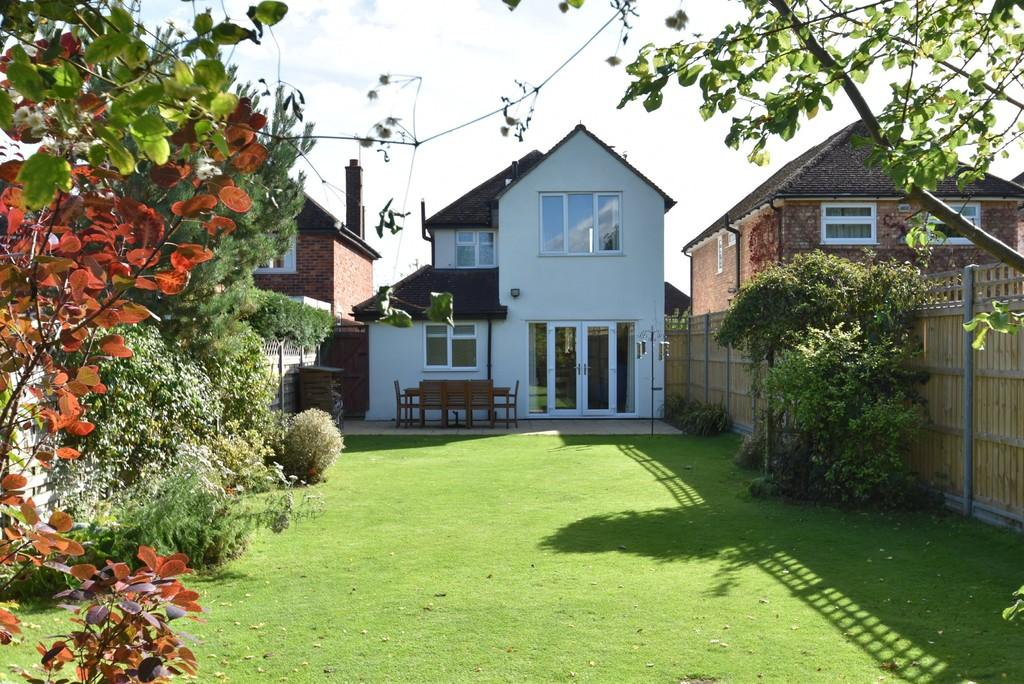 3 Bedrooms Detached House for sale in Farncombe