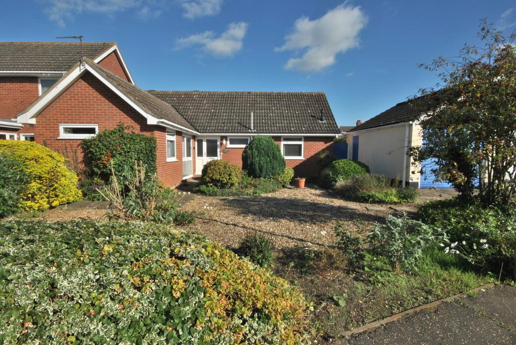 2 Bedrooms Detached Bungalow for sale in Roydon, Norfolk