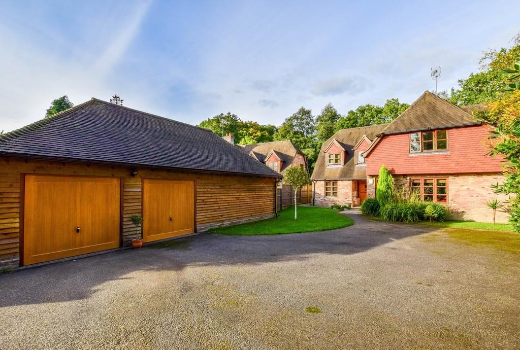 5 Bedrooms Detached House for sale in Copthorne Road, Felbridge