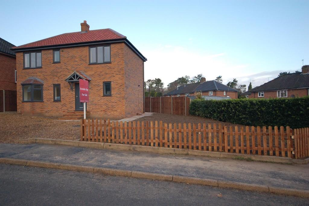 3 Bedrooms Detached House for sale in Woodland Rise West, Sheringham