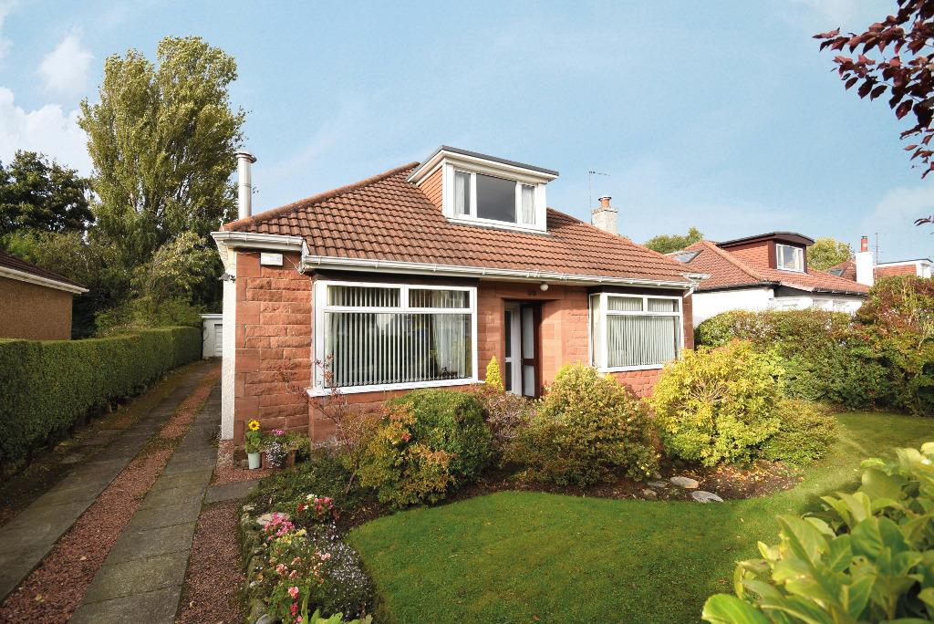 3 Bedrooms Bungalow for sale in Dorian Drive, Clarkston, Glasgow, G76 7NS