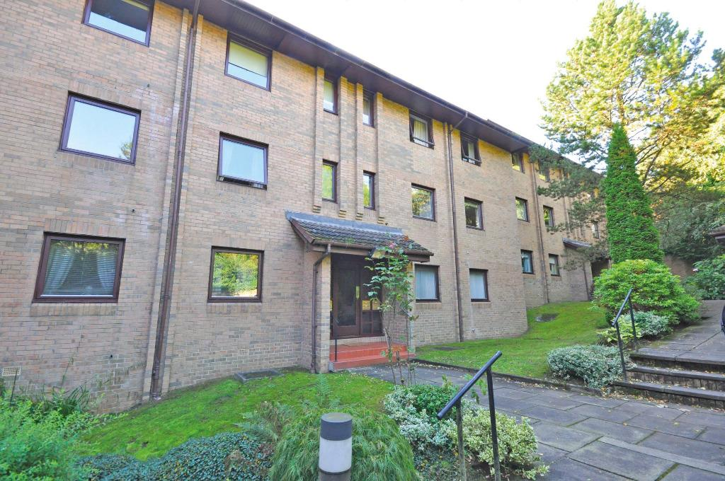 2 Bedrooms Flat for sale in Pinewood, 1 Maryhill Road, Bearsden, East Dunbartonshire, G61 1QP