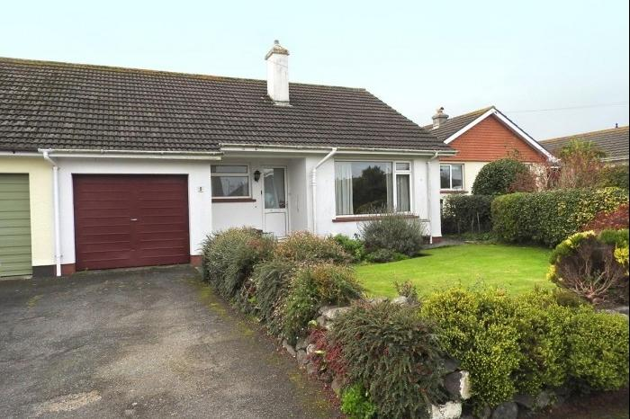 2 Bedrooms Bungalow for sale in 5 Trenethick Close, HELSTON, TR13