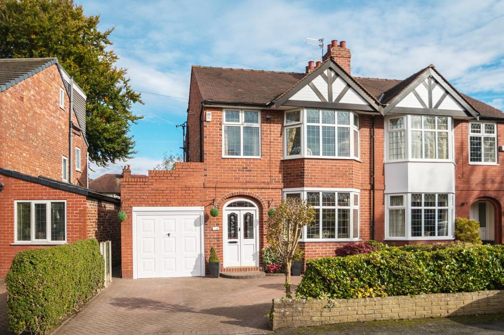 3 Bedrooms Semi Detached House for sale in Moorlands Avenue, Urmston, Manchester, M41