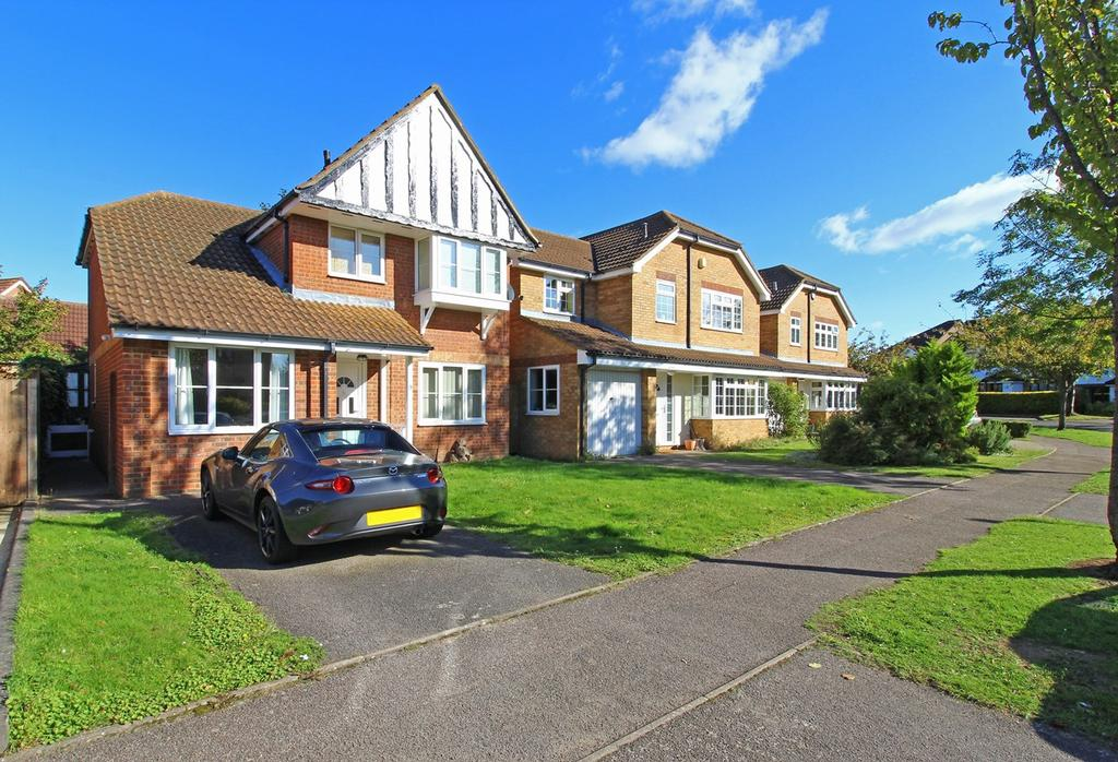 3 Bedrooms Detached House for sale in Kristiansand Way, Letchworth Garden City, SG6