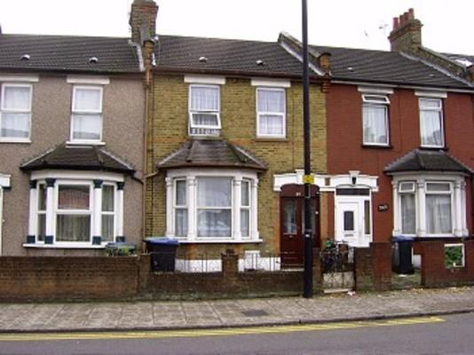 4 Bedrooms Terraced House for rent in Lincoln Road, Ponders End