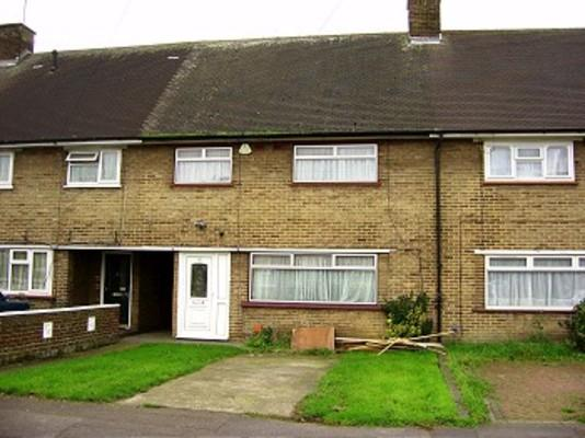 3 Bedrooms Terraced House for rent in The Ride, Ponders End