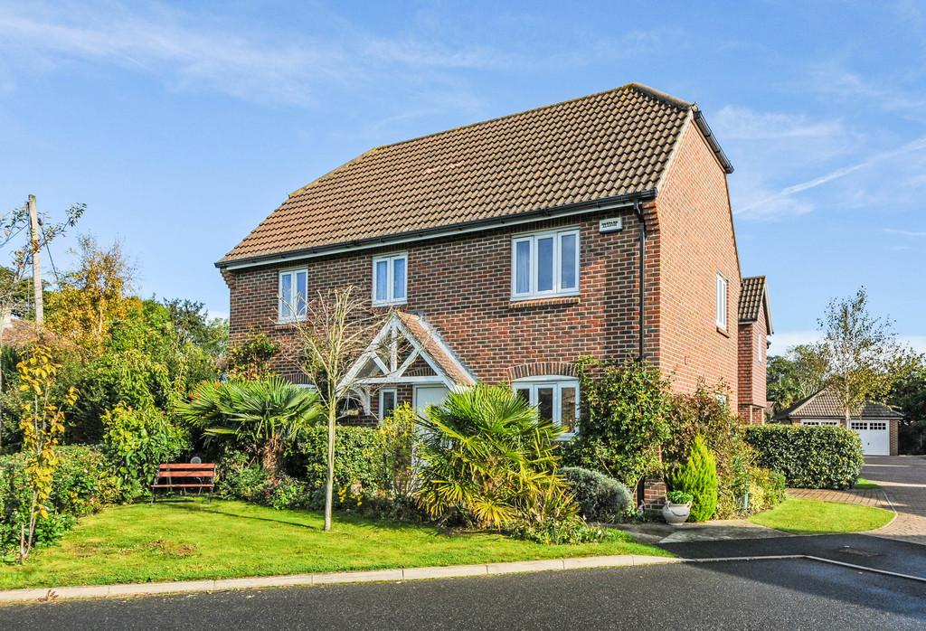 3 Bedrooms Detached House for sale in The Chase, Fontwell, Arundel