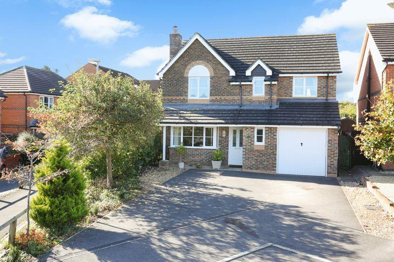 4 Bedrooms Detached House for sale in Salter Close, Trowbridge