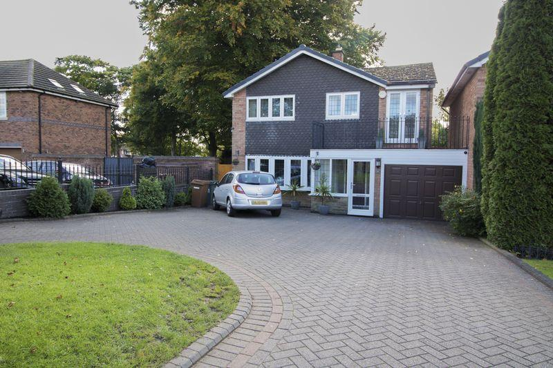 5 Bedrooms Detached House for sale in Kingshayes Road, Aldridge, Walsall