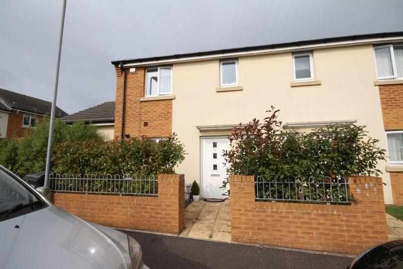 3 Bedrooms Semi Detached House for sale in Caer Castell Place, Rumney