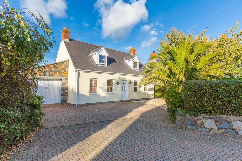 4 Bedrooms Detached House for sale in Route De La Croix Au Bailiff, St. Andrew, Guernsey