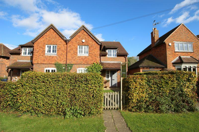 4 Bedrooms Semi Detached House for sale in The Street, Ewhurst
