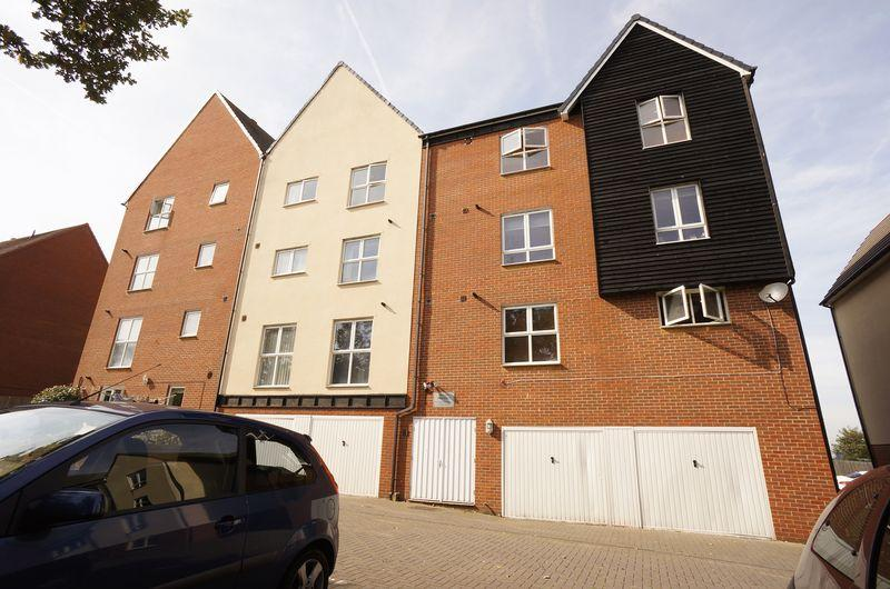 2 Bedrooms Flat for sale in Cloudeseley Close, Sidcup