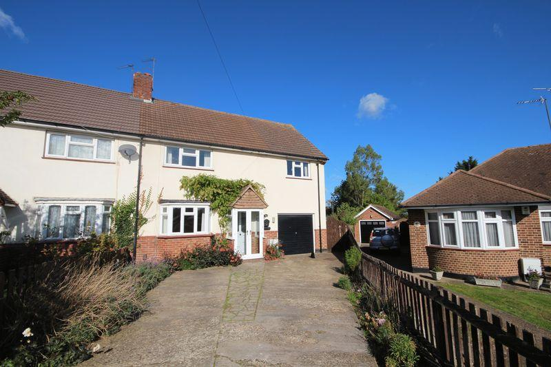 4 Bedrooms Semi Detached House for sale in Chave Road, Wilmington