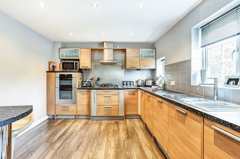 4 Bedrooms Town House for sale in Crompton Close, Congleton