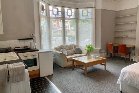 Studio to rent - Strensham Hill, Moseley