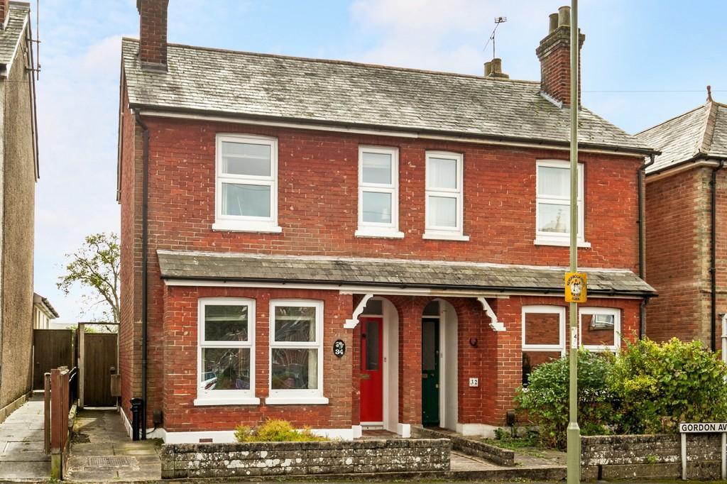3 Bedrooms Semi Detached House for sale in Gordon Avenue, Winchester, SO23