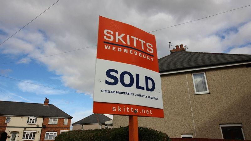 3 Bedrooms Semi Detached House for sale in Woden Road East, Wednesbury