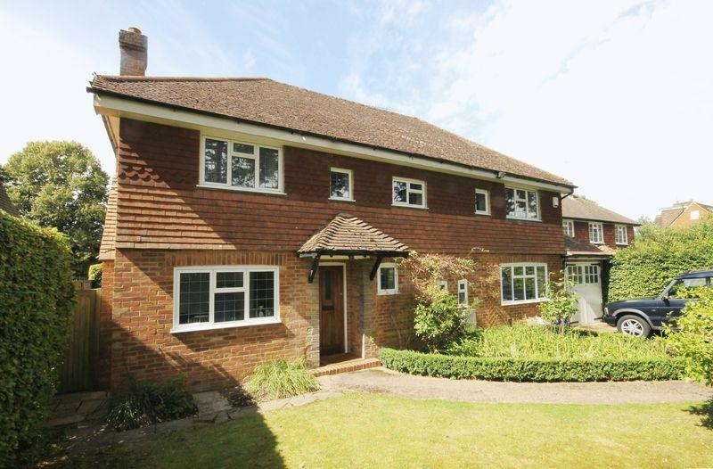 4 Bedrooms Detached House for rent in Fir Tree Road, Leatherhead
