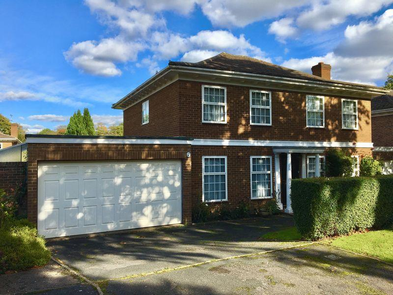 5 Bedrooms Detached House for sale in Downs Avenue, Epsom