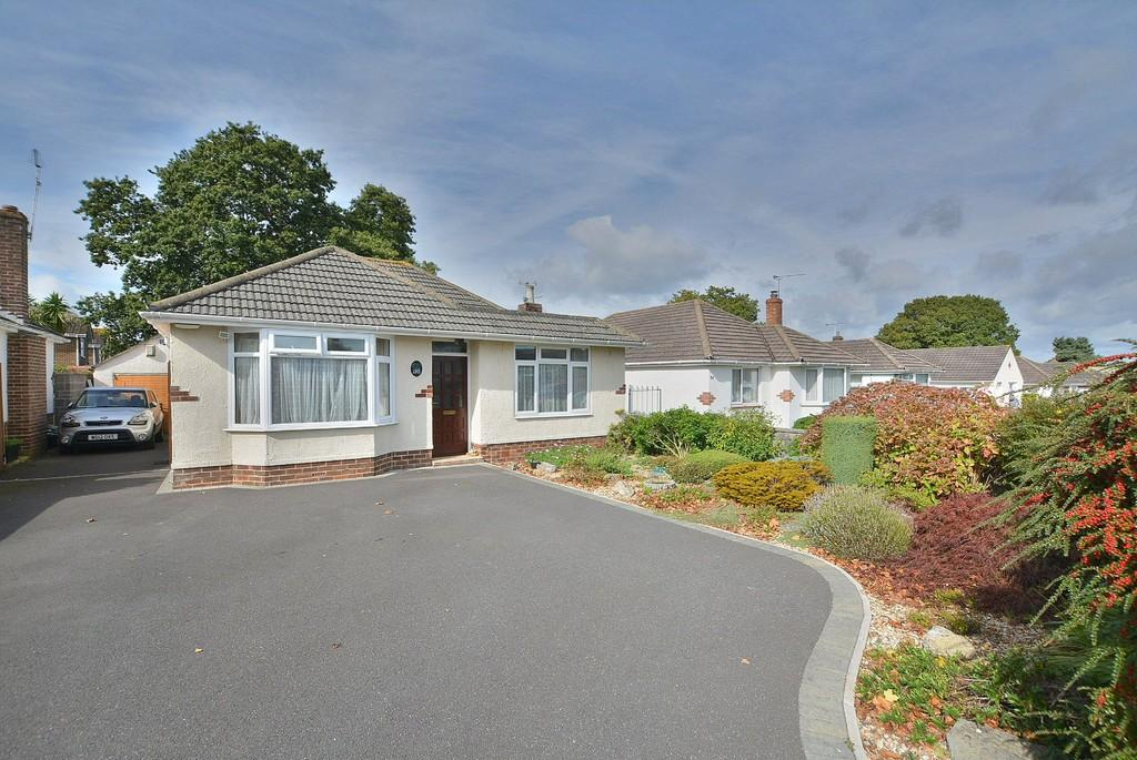 3 Bedrooms Detached Bungalow for sale in Weldon Avenue, Bournemouth