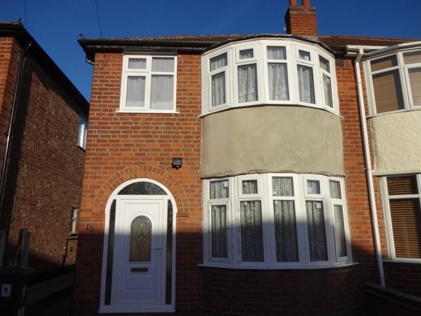 3 Bedrooms Semi Detached House for sale in Eastwood Road, Leicester, Leicestershire