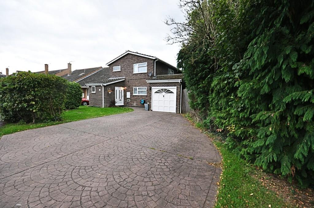 4 Bedrooms Detached House for sale in Cricks Walk, Roydon
