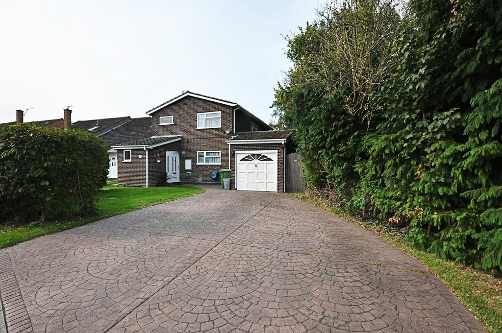 4 Bedrooms Detached House for sale in Cricks Walk, Roydon