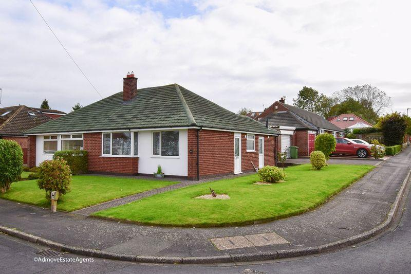 2 Bedrooms Bungalow for sale in Heyes Drive, Lymm