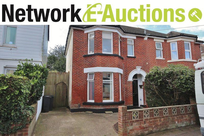 3 Bedrooms Semi Detached House for sale in Warwick Road, Pokesdown, Bournemouth
