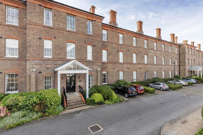 4 Bedrooms Apartment Flat for sale in Gunners Row, Southsea