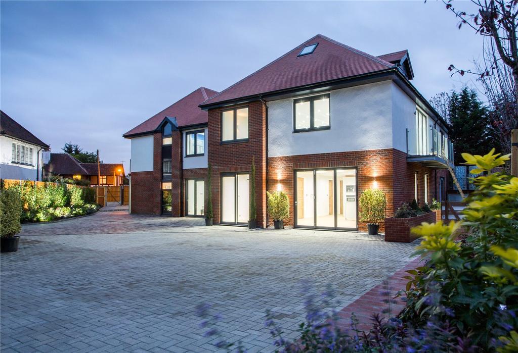 3 Bedrooms Flat for sale in Eden Lodges, Eden Avenue, Chigwell, IG7