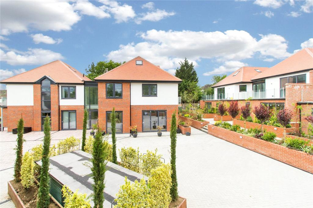 3 Bedrooms Flat for sale in Eden Lodges, Eden Avenue, Chigwell, IG7