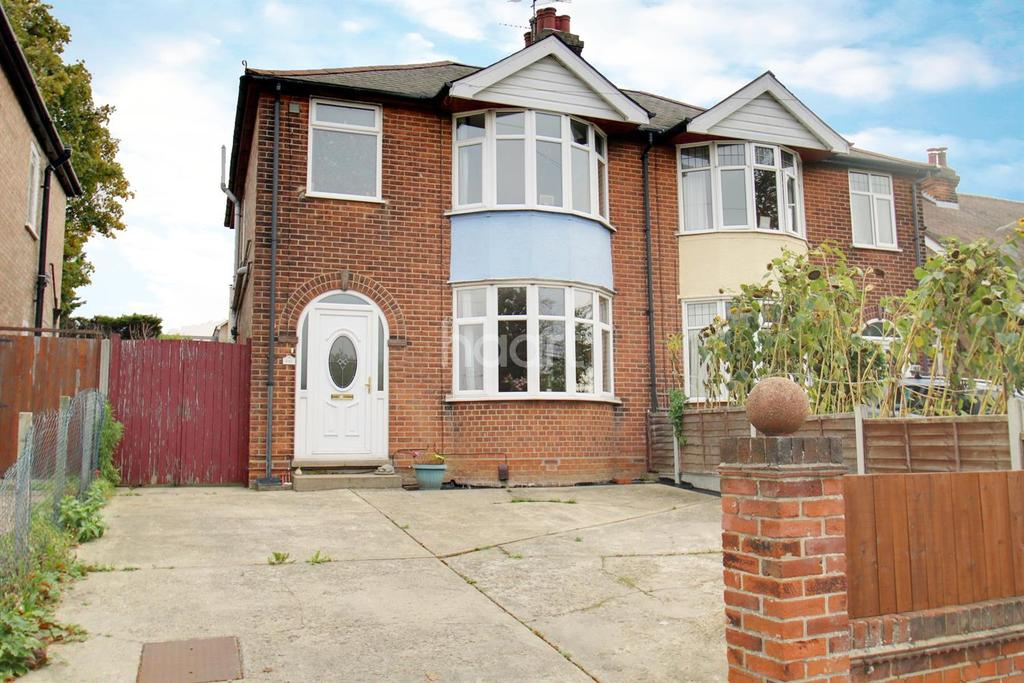 3 Bedrooms Semi Detached House for sale in St Andrews Avenue, Colchester.