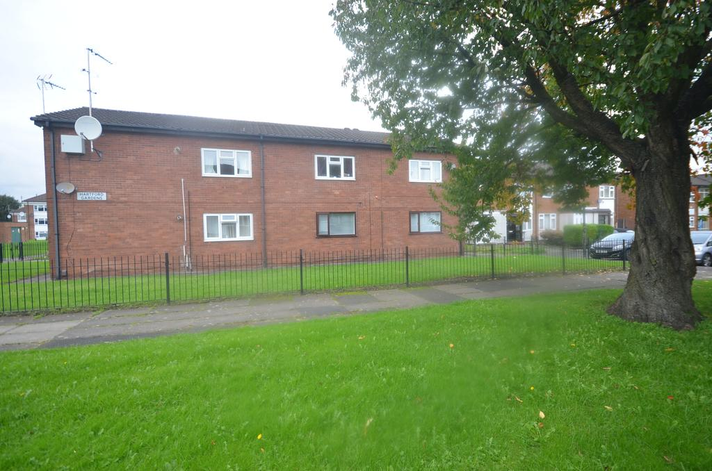 2 Bedrooms Ground Flat for sale in Hartford Gardens, Timperley WA15