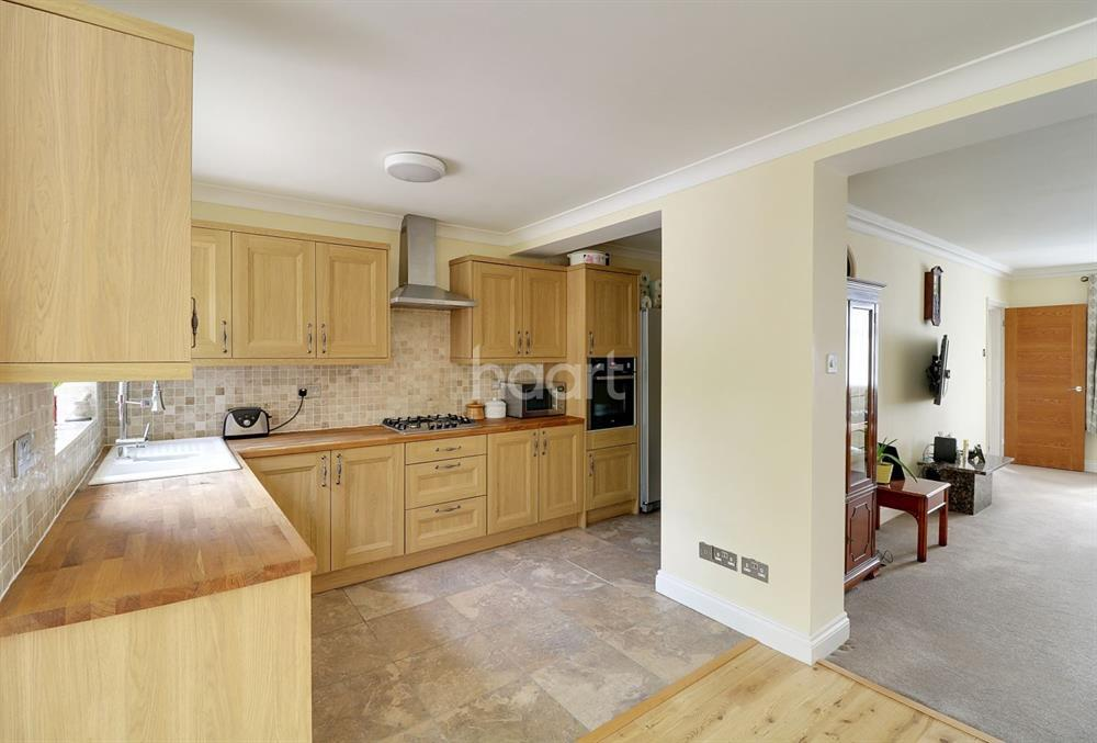 3 Bedrooms Semi Detached House for sale in Merryhills Drive, Oakwood, EN2