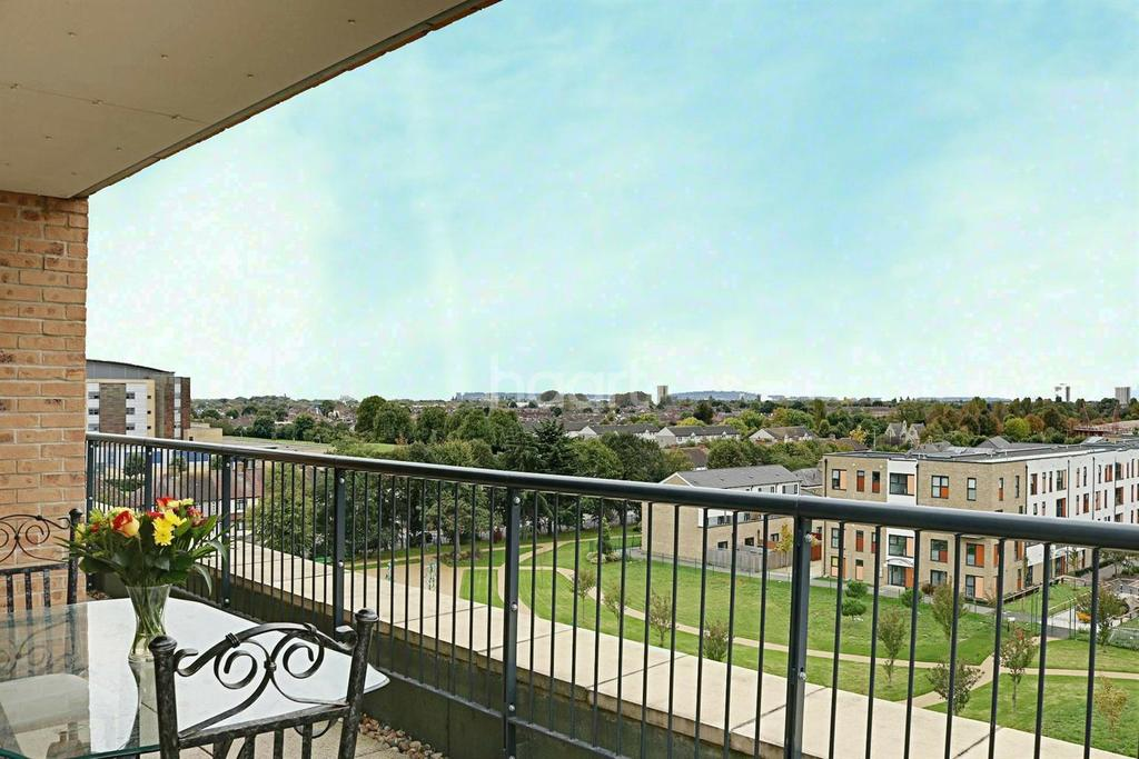 2 Bedrooms Flat for sale in Lux Building, Maxwell Road, Romford Centre
