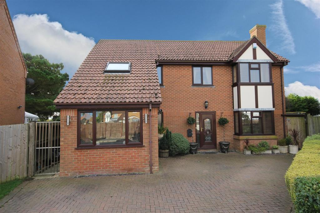 4 Bedrooms Detached House for sale in 8 Cawkwell Close, Sutton Sea